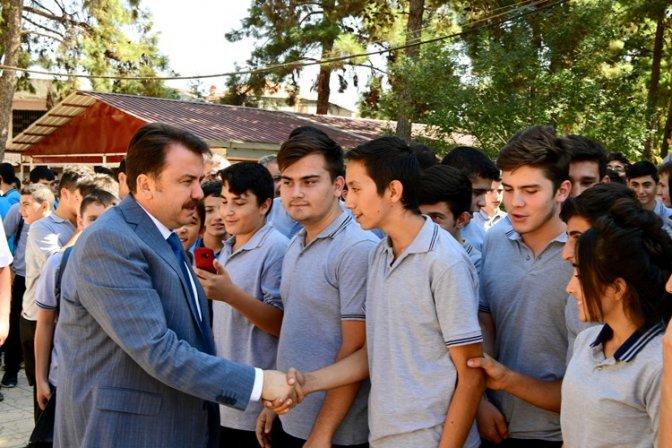 Öğrenciler, Başkan Erkoç'u 'Yılın Belediye Başkanı' seçti