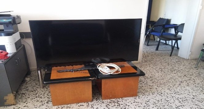 Televizyon hırsızları polise yakalandı