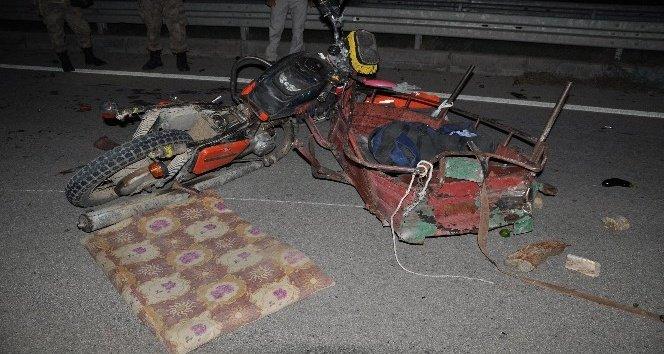 Otomobil, motosiklete çarptı: 1 ölü, 4 yaralı!