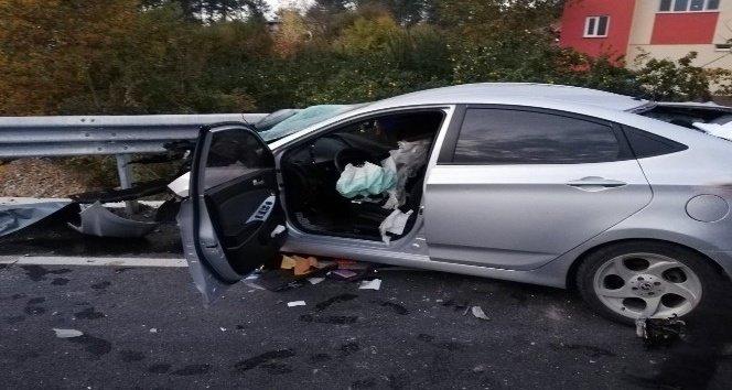 Otomobil bariyerlere saplandı: 1 ölü, 1 ağır yaralı!