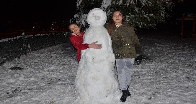 Kar yağışı nedeniyle 2 ilçede okullar tatil