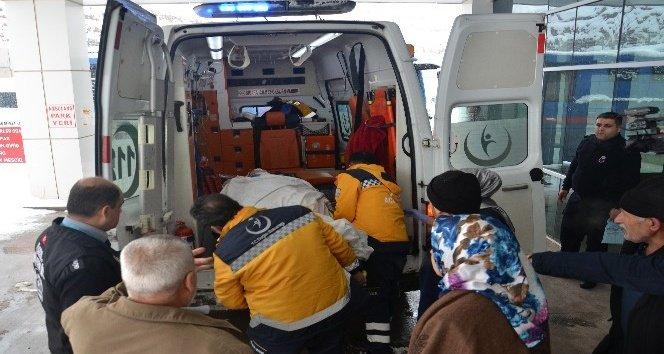 TIR ile öğrenci servisi çarpıştı: 3'ü ağır 15 yaralı!