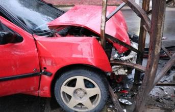 Kahramanmaraş'ta önce arabaya çarptı, sonra direğe