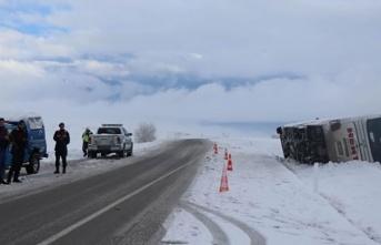 Kahramanmaş'tan Kayseri'ye giden yolcu otobüsü devrildi! 27 yaralı