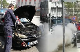 Benzin aldıktan 5 dakika sonra aracı alev alev yandı!