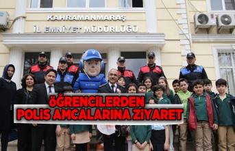 ÖĞRENCİLERDEN POLİS AMCALARINA ZİYARET