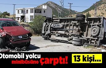 Otomobil yolcu minibüsüne çarptı! 13 kişi...