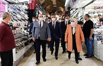 Başkan Güngör Misafirleriyle Tarihi Çarşıyı Gezdi