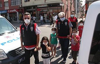 Çocukları okula çocuk polisi götürdü