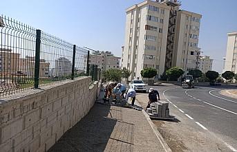 Kahramanmaraş Büyükşehir Belediyesi kaldırım ve bordür çalışmalarına devam ediyor