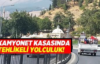 Kahramanmaraş'ta kamyonet kasasında tehlikeli yolculuk