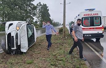 Kontrolü kaybeden sürücü refüje çıktı