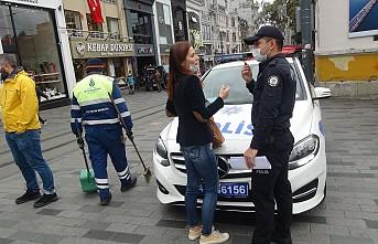 Taksim'de maske takmadıkları için ceza yiyen kadınlar, gazetecilere saldırdı