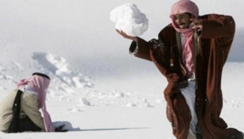 DÜNYA HALİ: Suudi Arabistan'a kar yağdı..