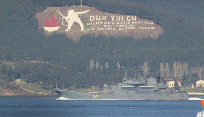 Rus savaş gemisi Çanakkale Boğazı'ndan geçti!