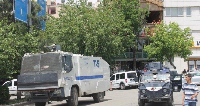 Siirt Emniyet Müdürlüğü caddesi trafiğe kapatıldı!