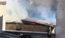 Antalya'da korkutan yangın! 10 işyeri kül oldu!