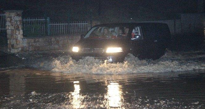 Denizli sağanak yağış çok sayıda evi su altında bıraktı!