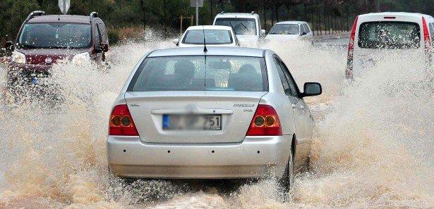 Antalya'da metrekareye 123 kilogram yağış düştü!
