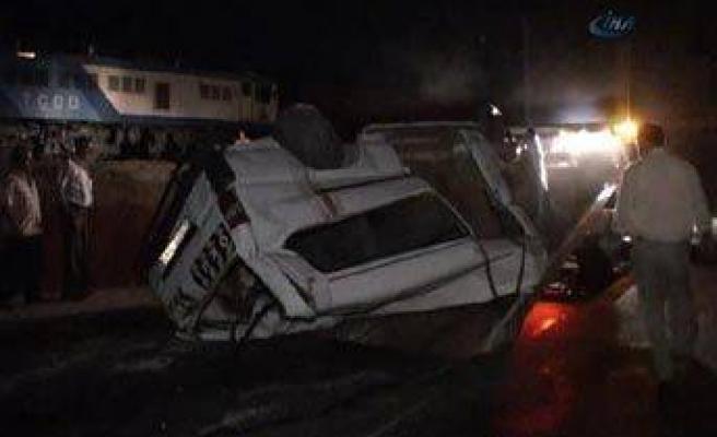 Komşuda katliam gibi tren kazası: 9 ölü, 4 yaralı!