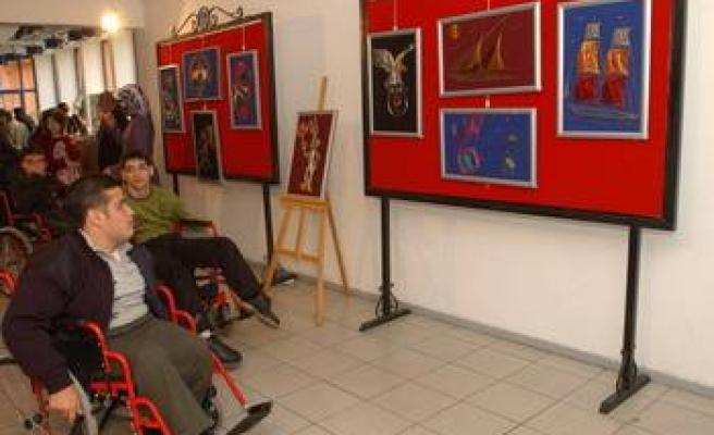 Engelli öğrenci velilerinden AK Parti'ye ziyaret