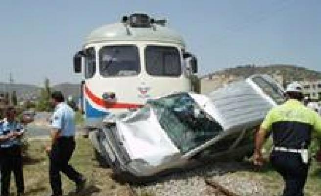 Türkoğlu'nda tren kazası: 1 ölü!