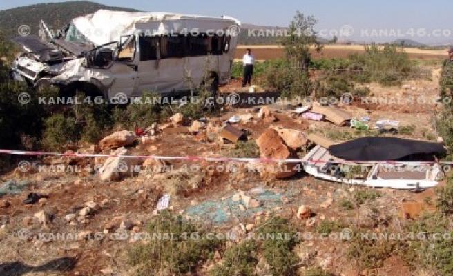 Diyaliz hastalarını taşıyan minibüs kaza yaptı: 3 ölü!