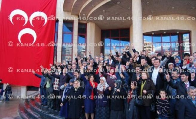 MHP'nin aday tanıtımı mitinge dönüştü!