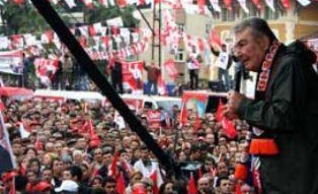 Baykal, Erdoğan'ı televizyona çağırdı