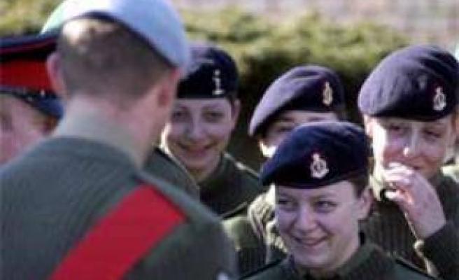 Kadın asker kışlada doğurdu!
