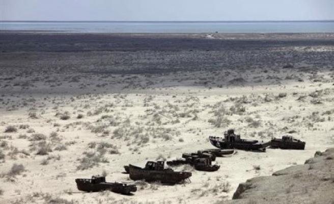 Aral gölü haritadan silinmek üzere!...