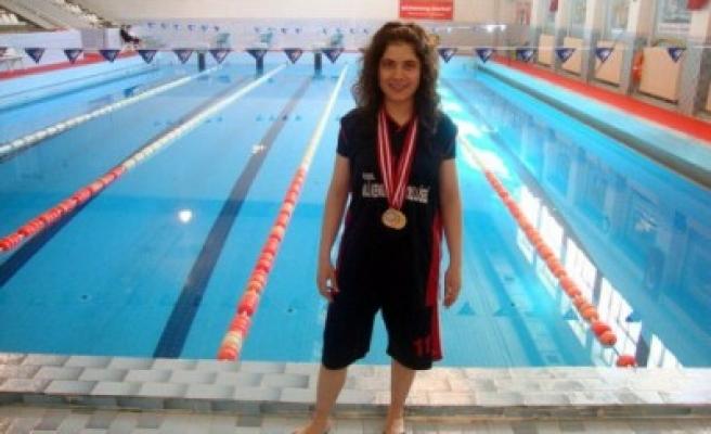Özel Ali Kenger Anadolu Lisesi'nin yüzme başarısı!...