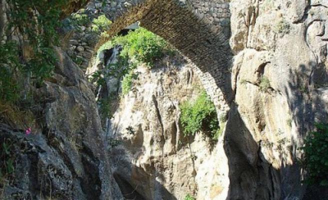 Süleymanlı' da tarihi köprüler restore ediliyor..