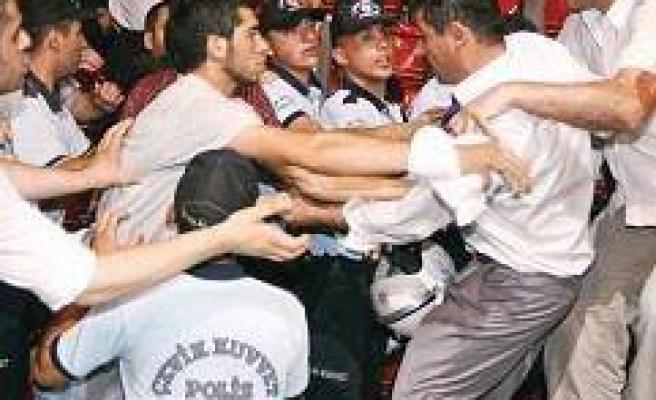 FLAŞ: Saadet Partisi kayyuma devredildi!...