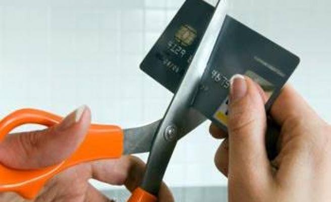 Azami kredi kartı faiz oranları düşürüldü!