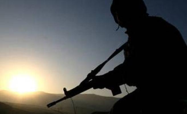 Pakistan'da askeri birliğe saldırı: 27 ölü
