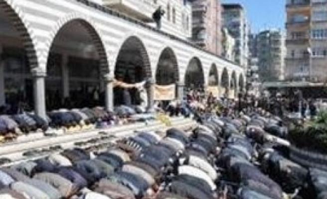 'Allah katında geçerli din İslam'dır'
