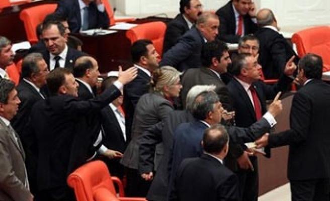 'Milletvekillerine özel emeklilik' kanunlaştı..
