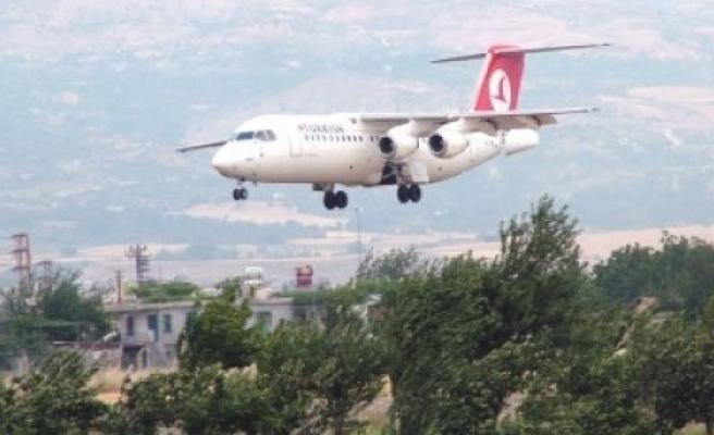 FLAŞ: Kahramanmaraş uçağı 'sis'ten inemedi!..