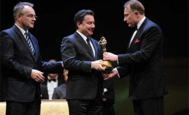 Erdoğan'a BCC Altın Heykel Ödülü verildi..
