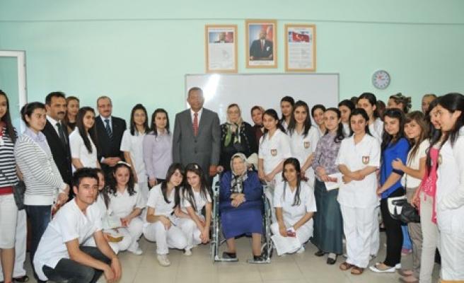 Nezihe Öksüz Anadolu SM Lisesi'nde ilk karne töreni..