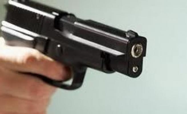 Suriyeliler, kimlik soran polisi tabancayla yaraladı!..