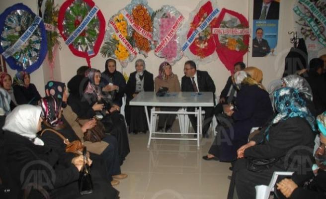 Reyhanlıoğlu, AK Parti Afşin seçim bürosunu ziyaret etti