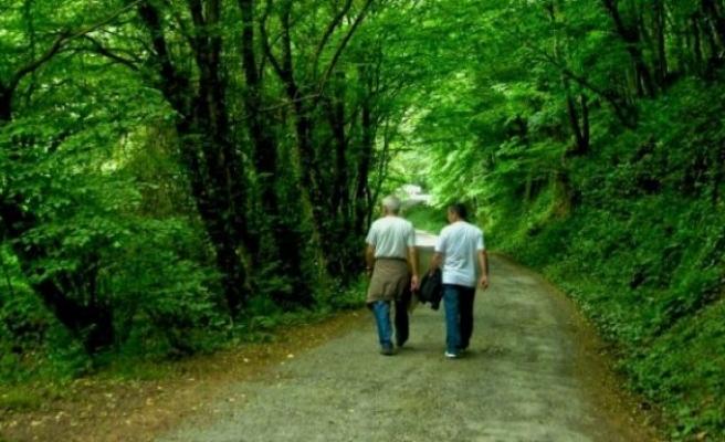 Yaşlı diyabetlilerde yürüyüş çok önemli!