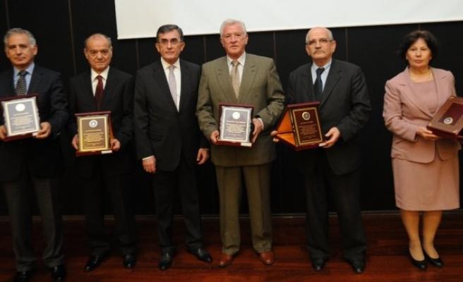 Üretken Akademisyenler Ödüllendirildi