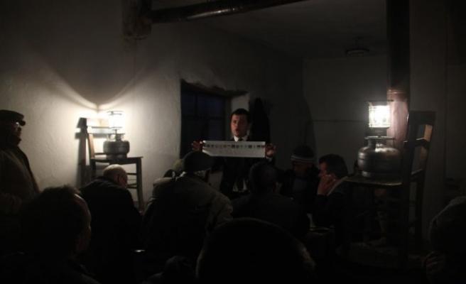 Lüks lambası ışığında oy sayımı