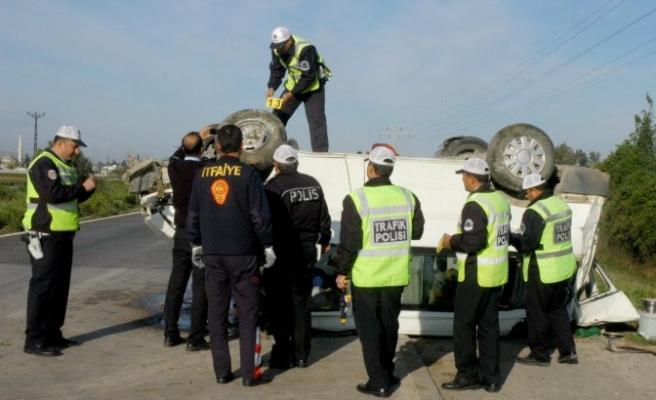 İşçilerini taşıyan minibüs devrildi: 13 yaralı