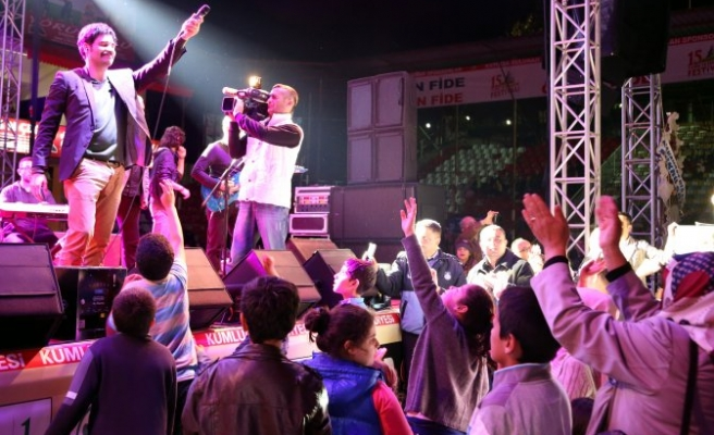 Tarım ve Seracılık Festivalinde Uğur Işılak konseri
