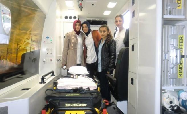 Lise öğrencilerine Hollanda'da sağlık eğitimi