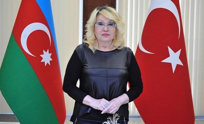 Azeri sanatçı emekli aylığını Soma'ya bağışladı